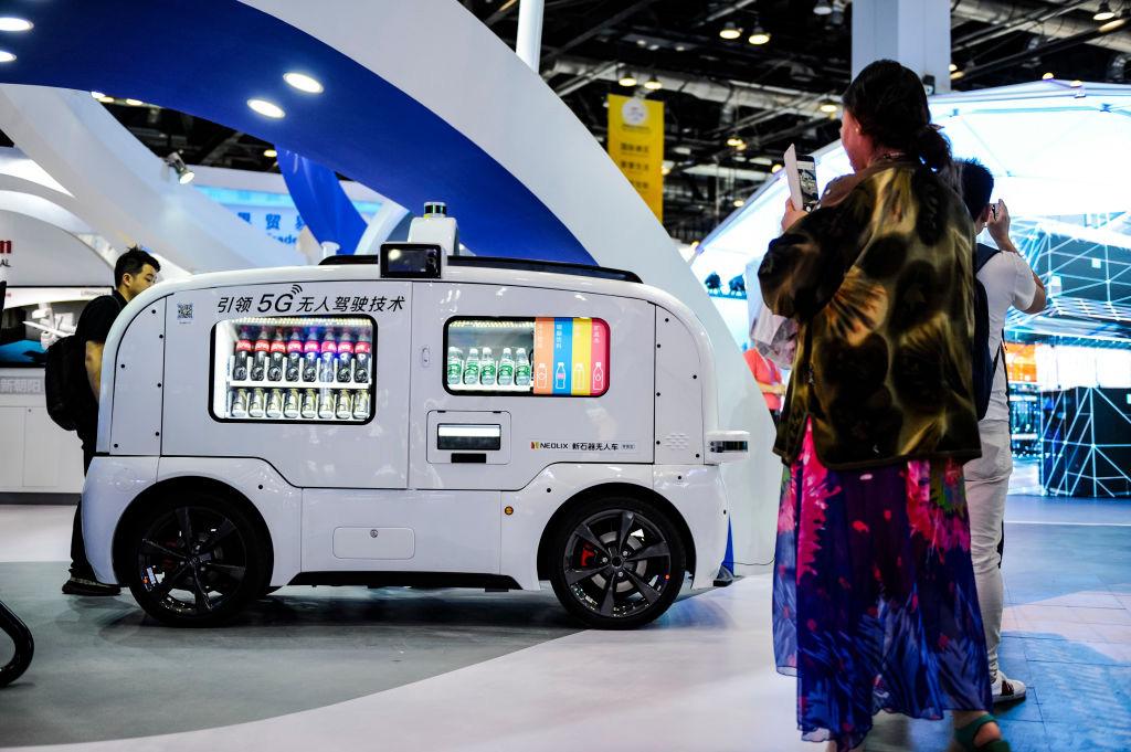 Автоматические доставщики еды в Китае