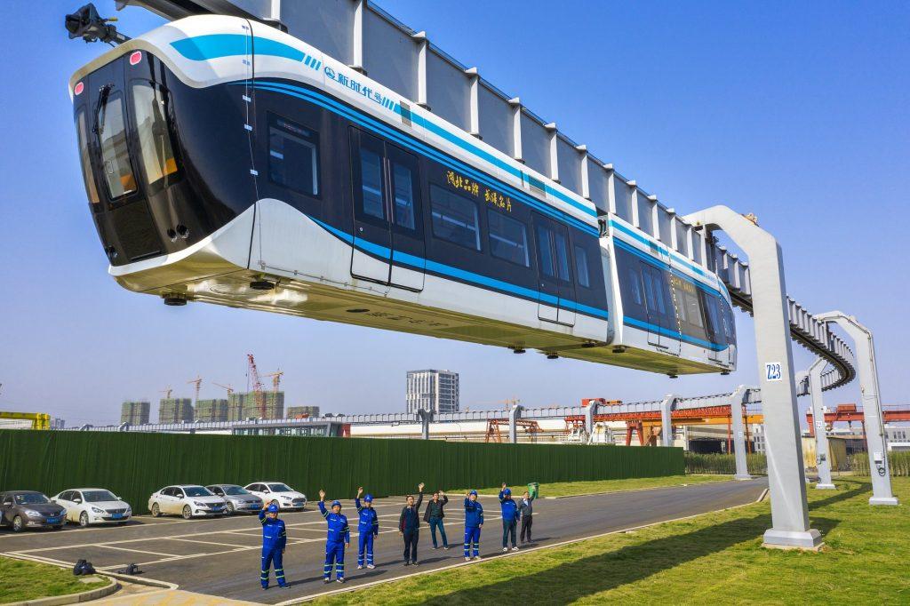 Беспилотный подвесной поезд в Китае