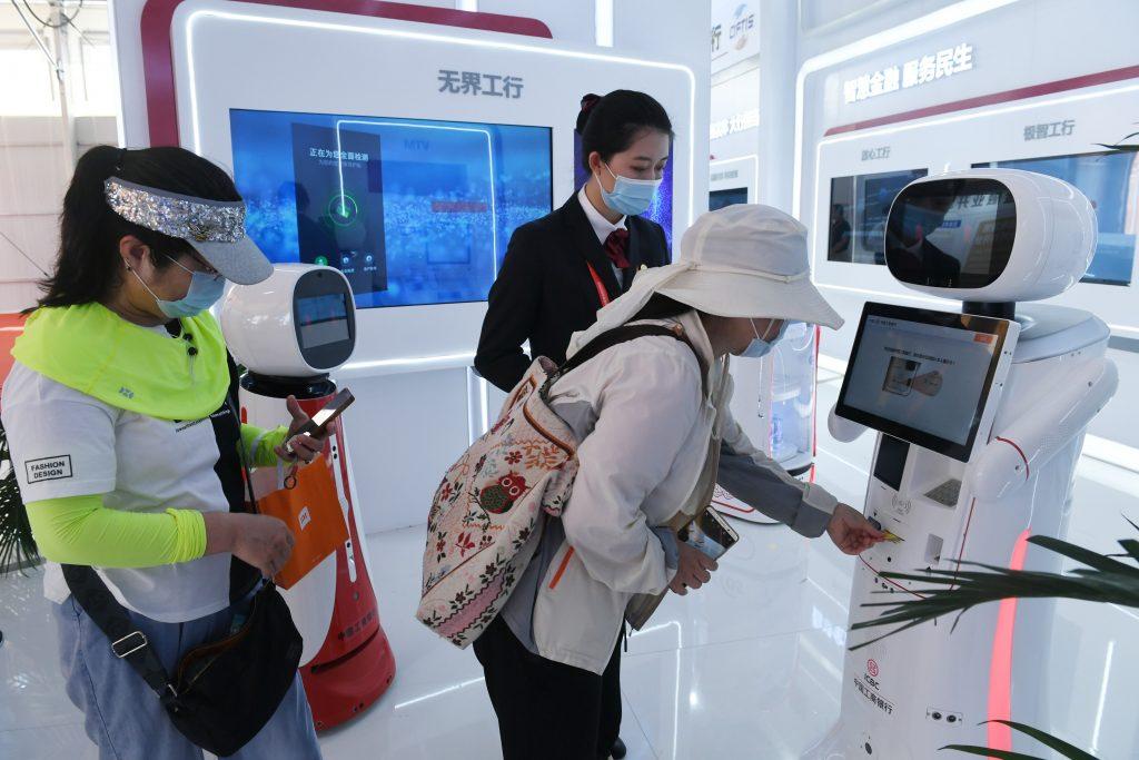 Сервисный робот на CIFTIS 2021
