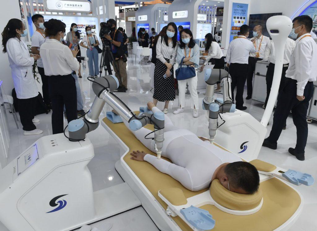 Робот УЗИ Китай